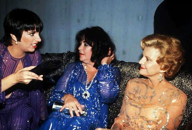 https://www.gettyimages.se/detail/nyhetsfoto/liza-minnelli-elizabeth-taylor-and-betty-ford-at-studio-54-nyhetsfoto/517081509
